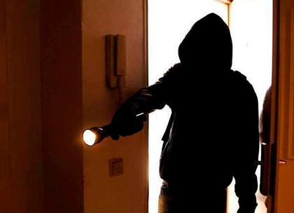Месть под покровом ночи: парень чудом не убил женщину из-за 30 гривен