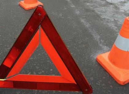 Два автомобиля такси столкнулись на рассвете на Салтовке