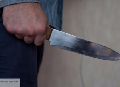 Ножом в грудь: пьяный ревнивец чуть не зарезал брата в постели