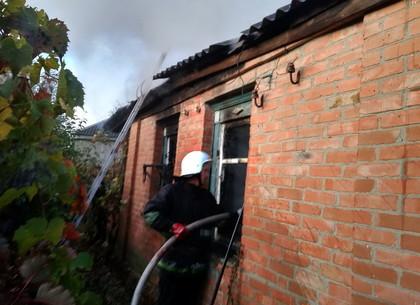 С брансбойтом в окно: спасатели тушили пожар в частном доме под Харьковом