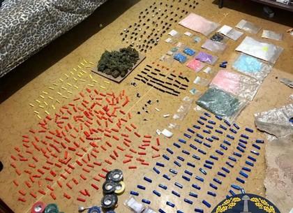 Запасся наркотой на 5 миллионов: поймали закладчика интернет-магазина