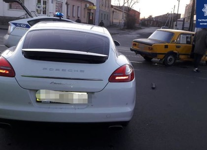 На Москалевке Porsche решил не мелочиться перед ВАЗом