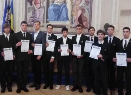 Харьковским школьникам вручили дипломы стипендиатов Президента Украины