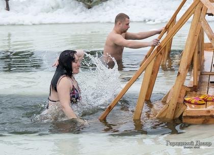 Купание в проруби на Крещение: как безопасно окунаться и кому этого делать нельзя