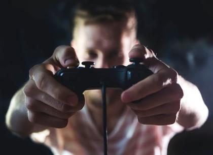 Бойфренд харьковчанки травмировал руку из-за видеоигры прямо перед стартом