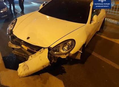 Оградительный забор прервал полет Porsche по центру Харькова
