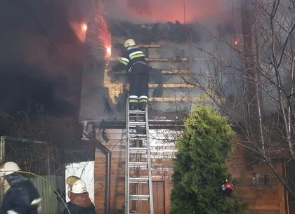Ближний пригород Харькова: пожарные потушили крупный пожар в частном доме