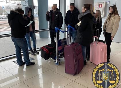 Сутенерше, которую задержали в аэропорту с живым товаром, в СИЗО объявили о подозрении