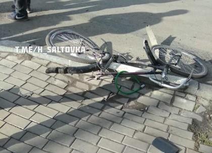 В центре столкнулись иномарки, пострадал велосипедист Glovo