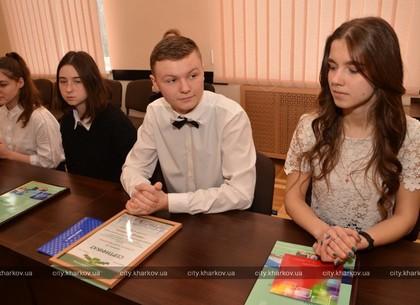 Кращі учні Індустріального району отримали стипендії міськради і міського голови