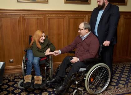 Геннадий Кернес отозвался на просьбу о помощи девушки с инвалидностью