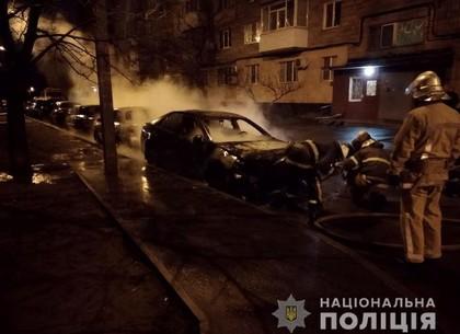 Ночью в Харькове жгли машины и обливали кислотой
