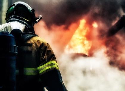 80-летнюю пенсионерку пожарные вывели из горящей квартиры
