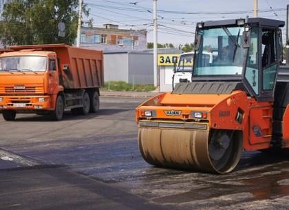 Вулиці Планову та Дудинську ремонтують (ВІДЕО)