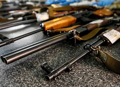 Полицейские прикрыли в Харькове «склад-магазин», торговавший нелегальным оружием (ФОТО, ВИДЕО)
