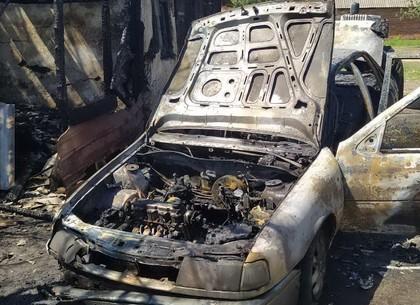 Под Харьковом от автомобиля загорелось частное хозяйство