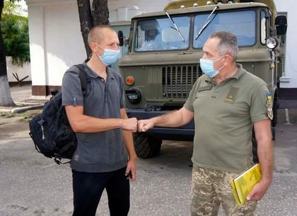 Харьковчане прячутся от коронавируса за армейскими контрактами