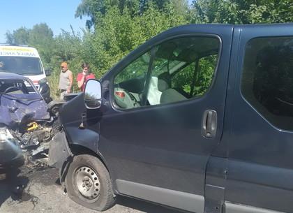 Лобовое дтп закончилось вырезанием 19 летнего водителя из покореженного авто