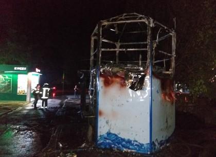 Немышлянская район: спасатели ликвидировали пожар в деревянном торговом павильоне для торговли овощами