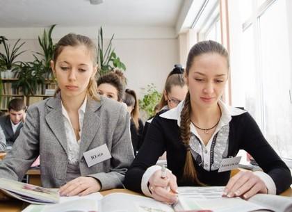 Стипендії міського голови і міської ради отримуватимуть понад 300 учнів