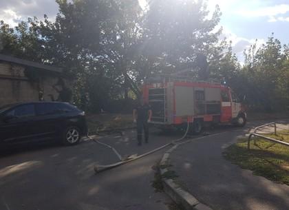 Пожар на Павловом поле: возгорание в районе гаражей