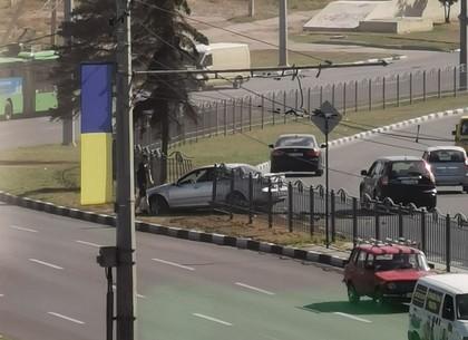 ДТП: легковушка вылетела с дороги