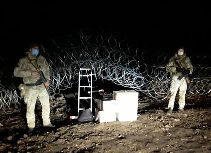 ВИДЕО: Контрабандистов лекарств для животных спугнули харьковские пограничники (ГПСУ)