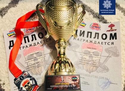 ФОТО: Харьковская патрульная установила рекорд на соревнованиях по пауерлифтингу (Патрульная полиция)