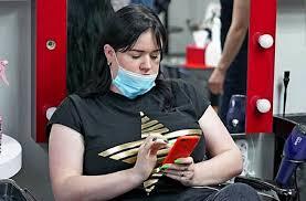 За покупателя с маской на подбородке накажут владельца магазина или маршрутки - принят закон (ЗиБ)