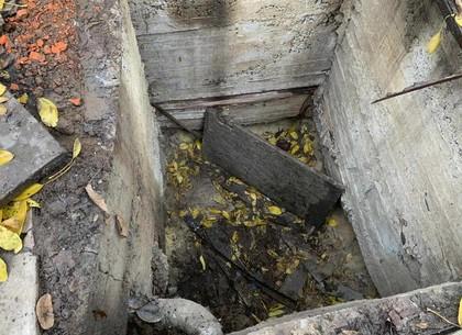 ФОТО: пожилую женщину спасли из бетонной ямы (ГСЧС)