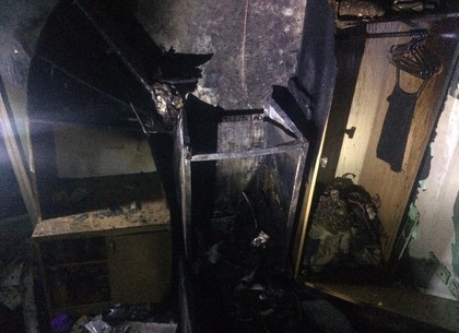 ФОТО: Пожар в общежитии фармуниверситета. Спасатели винят проводку (ГСЧС)