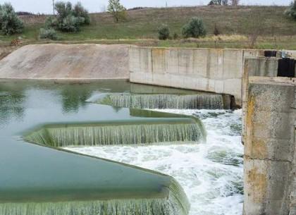 В водохранилище под Лозовой заливают «донорскую» воду из Днепра, которая потом поступит в краны харьковчан (Правительственный портал)