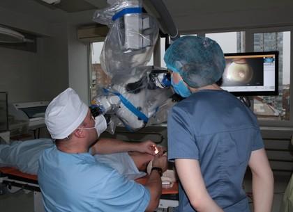 ФОТО: Харьковские военные медики получили современный хирургический микроскоп, изготовленный в Швейцарии (АрмияInform)