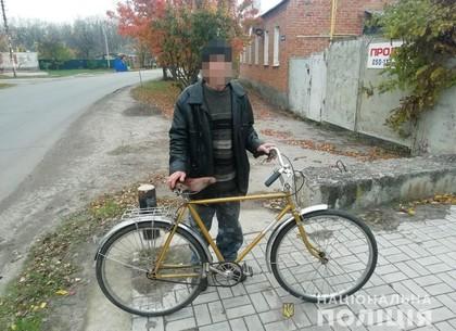 Пьяный персонаж взял чужой велосипед и уехал: полиция вернула железного коня дедушке (МВД)