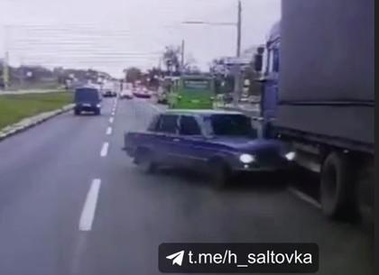 ВИДЕО ДТП: дорожный беспредел или как фура Жигули зажала (Telegram)