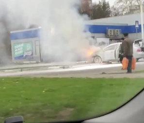 ВИДЕО: на заправке вспыхнул автомобиль (Telegram)