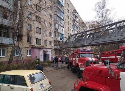 ФОТО: Пожар на Старой Салтовке, из многоэтажки эвакуировали жильцов (ГСЧС)