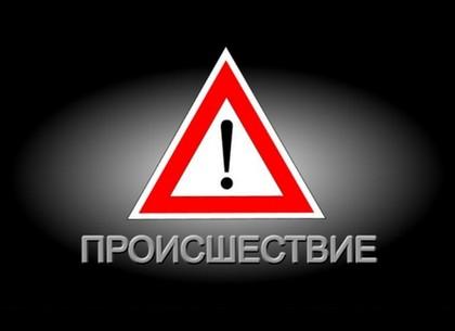 ВИДЕО: ДТП на ХТЗ – микроавтобус протаранил автомобильную пробку (Соцсети)
