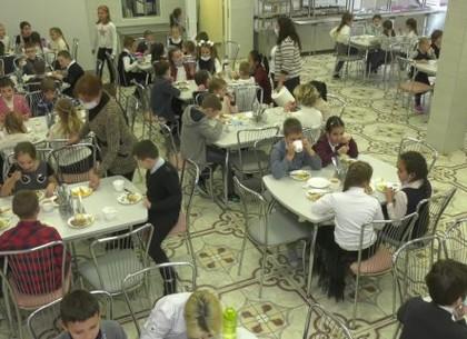 ВИДЕО: Как школьные столовые Харькова работают в условиях карантина (ХГС)