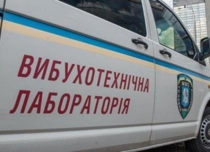 ФОТО: В сервисном центре МВД ищут взрывчатку (ГУНП)