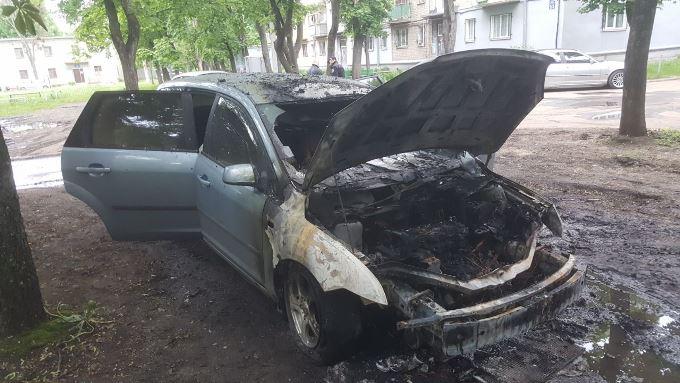 На Новых Домах ночью сгорел автомобиль
