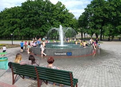 В Харькове открыли купальный сезон в фонтанах