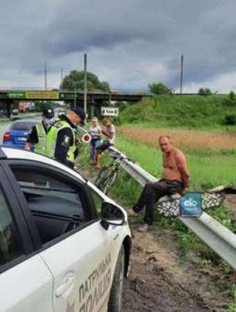 Пьяный водитель пытался скрыться от патрульных и слетел в кювет