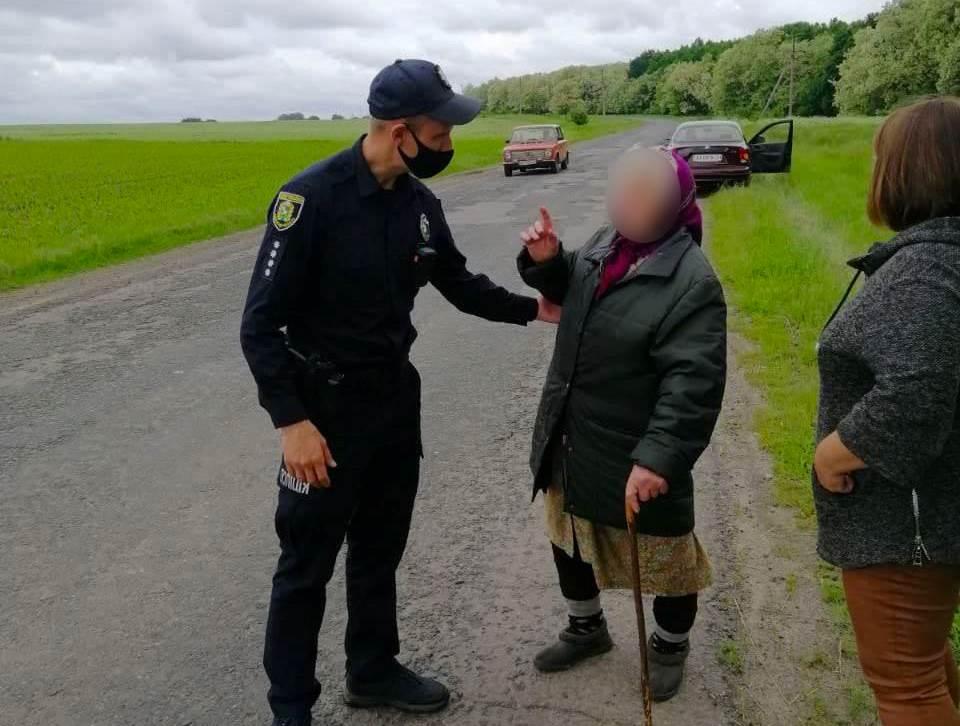 Под Харьковом полицейские разыскали и вернули домой пожилую женщину