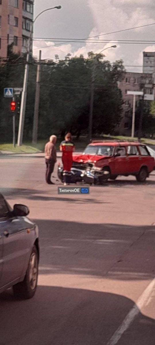 ДТП Харьков: на перекрестке сбили мотоциклиста