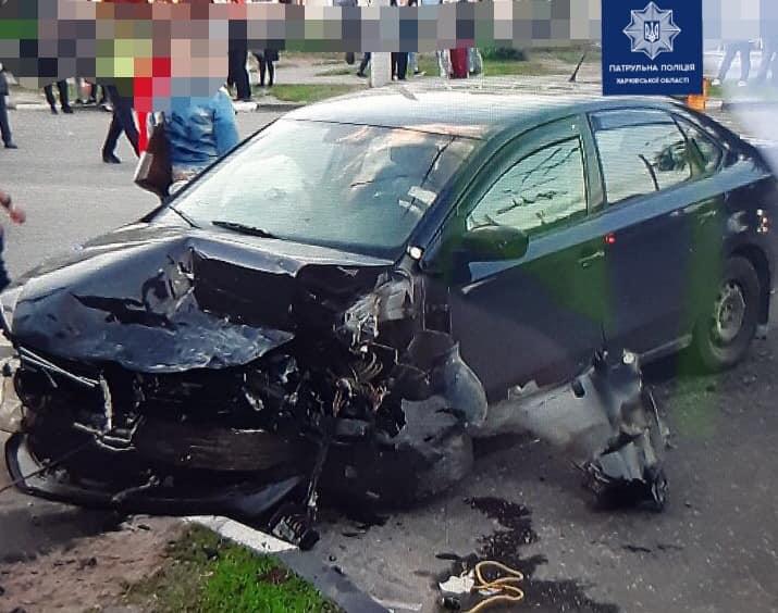 ДТП Харьков: на Салтовке столкнулись Toyota Prius и Volkswagen Polo