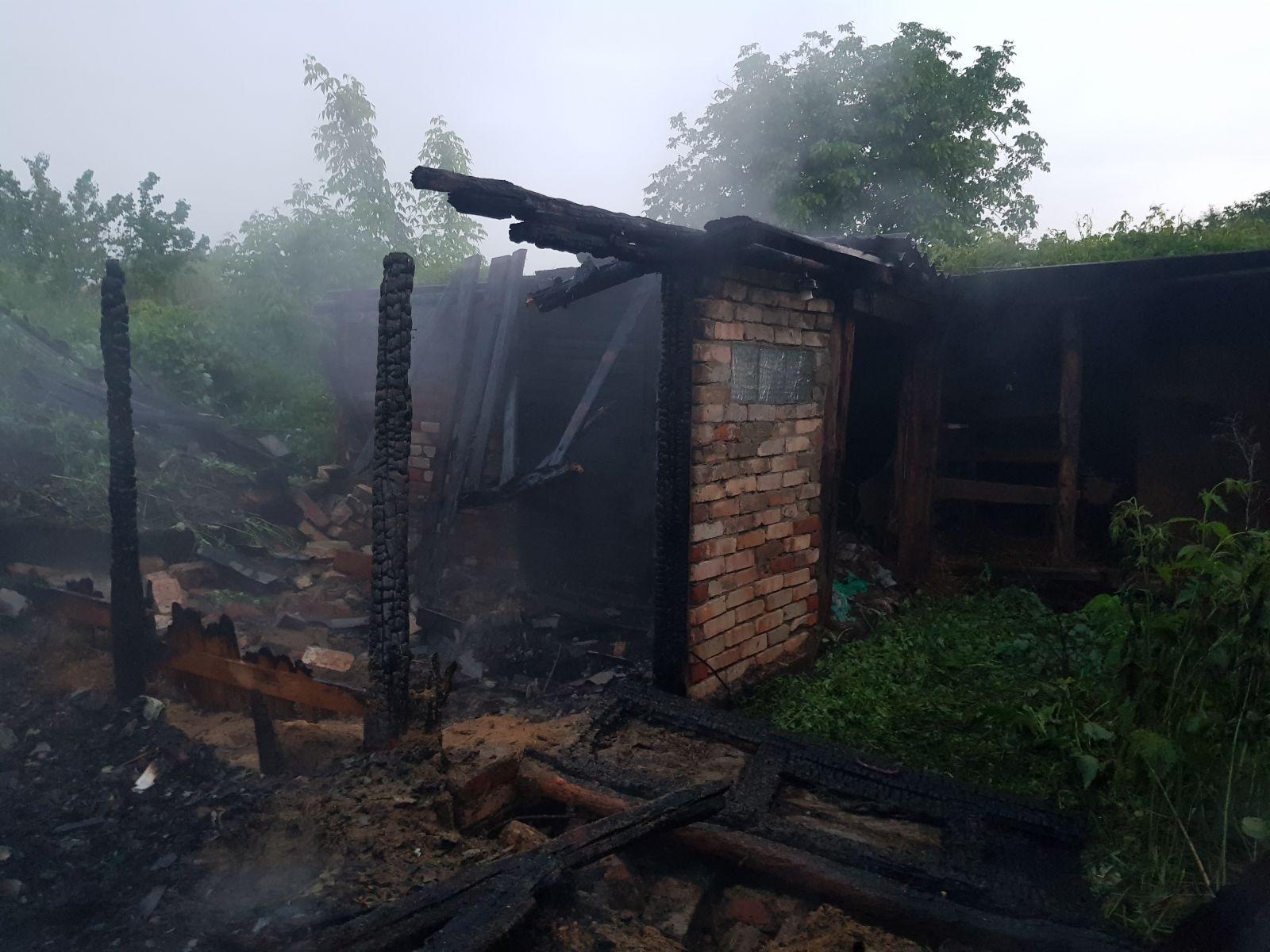 В Дергачевском районе снова горели хозяйственные постройки. Новости Харькова