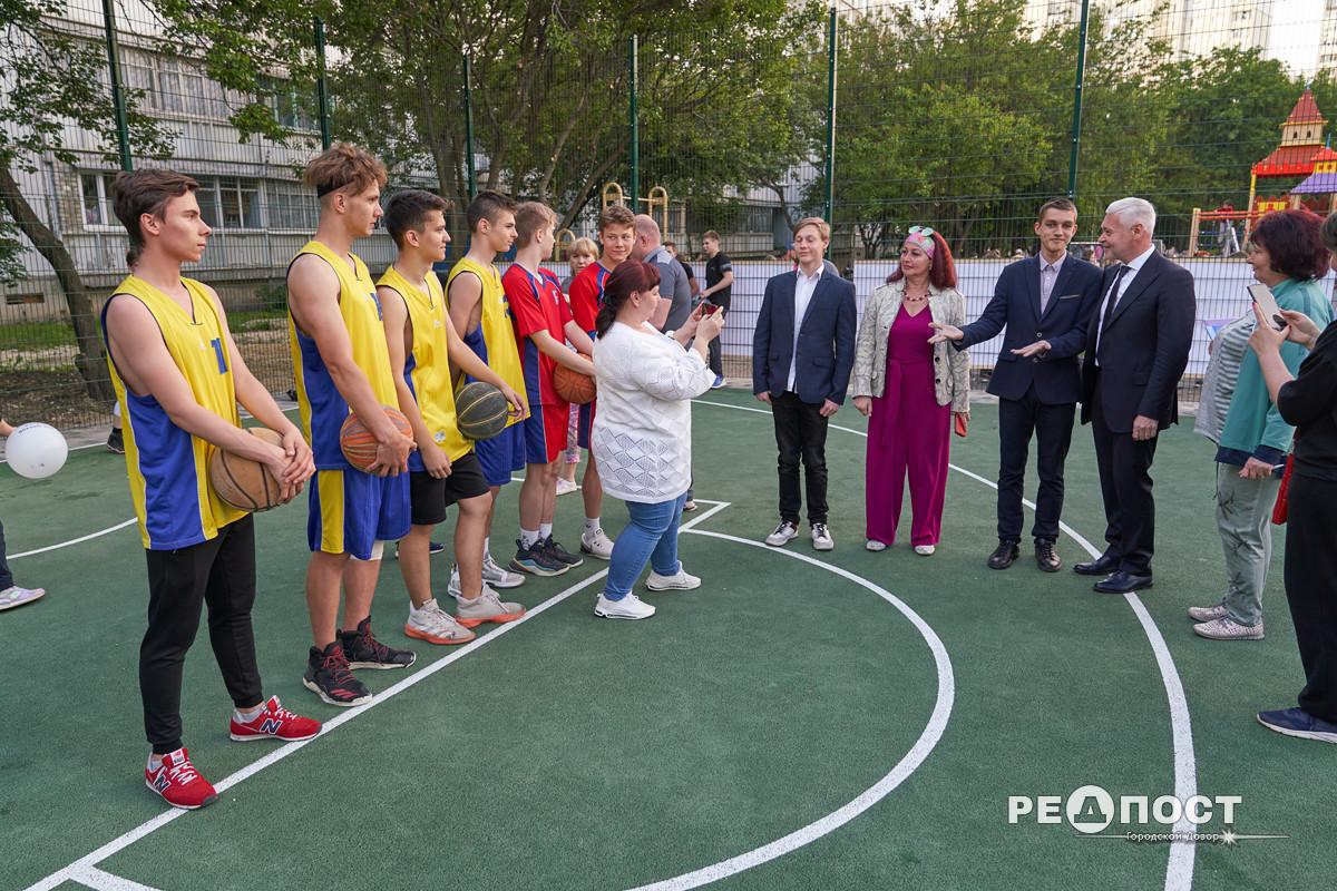 Игорь Терехов принял участие в открытии новой детской площадки в Индустриальном районе, Харьков