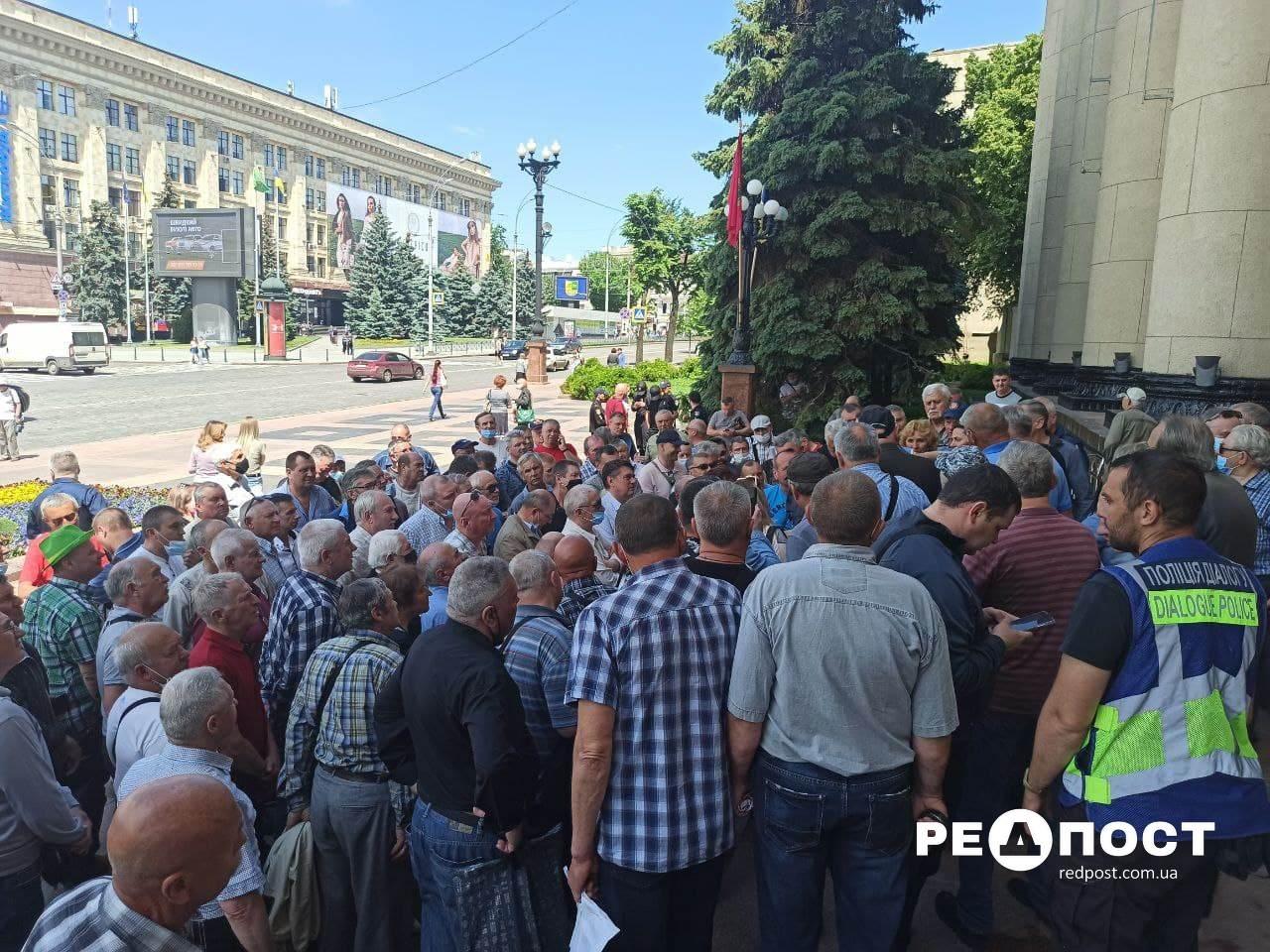 В Харькове на митинг вышли десятки ветеранов МВД