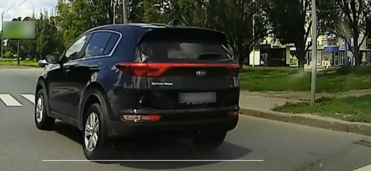 В Харькове оштрафовали водителя, проехавшего на красный пешеходный переход